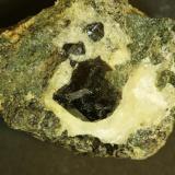 """Andradita (melanito) Grupo Minero """"Concepción"""", Paraje """"Minas del Peñoncillo"""", Ojén, Málaga, Andalucía, España. Cristal de 2 cm (Autor: Antonio Carmona)"""