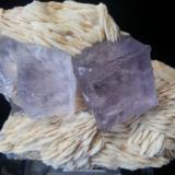 Barita, Fluorita Berbes, Asturias, España 13x10, cristales 4cm  (Autor: Raul Vancouver)