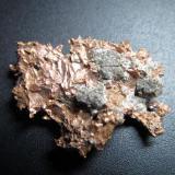 Cobre nativo Minas del Lago Superior, Península de Keweenaw, Michigan, Estados Unidos 3 cm. de longitud mayor (Autor: prcantos)