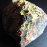 Pararrejalgar China 3x2 mm. el cristal amarillo Otro detalle del ejemplar anterior, mostrando un cristal amarillo plano. (Autor: prcantos)