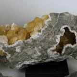 Calcita Cantera Candesa, Alto de Verdenueva, Camargo, Cantabria, España Cristales hasta de 4 cms. (Autor: Gelo)