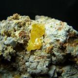 Wulfenita Mina Laura - Los Lastonares - Albuñuelas - Granada - España 8x4 cm ( Cristal de 1,3 x 0,8 mm) (Autor: panchito28)