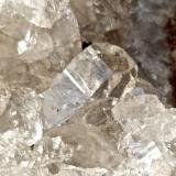 Zeolitas Costa de Agaete. Gran Canaria. España. Ancho de imagen 1 cm. Detalle del cristal de la serie phillipsita-harmotoma. (Autor: María Jesús M.)