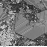 Pearceita Mina Las Cruces, Gerena, Sevilla, Andalucía, España Bellos cristales de pearceíta fueron localmente frecuentes en Las Cruces, usualmente acompañados de tetrahedrita, como en este caso, y galena. (Autor: Cesar M. Salvan)