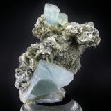 Berilo ( Aguamarina ) Shigar Valley - Skardu - Baltistan - Pakistán 19.5 x 13 cm - Cristal mayor de 8 cm (Autor: Diego Navarro)