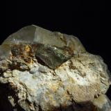 Calcopirita en Cuarzo. minas de San Finx, Vilacoba, Lousame, A Coruña, Galicia, España. Muestra de 6 x 4,5 x 5 cm. (Autor: Rafael varela olveira)