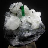Berilo ( Esmeralda ) Mina Chivor - Chivor - Boyacá - Colombia 7.2 x 6 cm - Cristal de 1.7 cm (Autor: Diego Navarro)