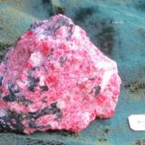 Eudialita, Aegirina Mont Saint-Hilaire, Canada 4,5 x 4 x 4 cm (el color de verdad es algo menos rosa) (Autor: Kaszon Kovacs)