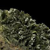 Epidote Les Collades ravine (Escales reservoir), Casterner de les Olles, Tremp, El Pallars Jussà, Lleida (Lérida), Catalonia, Spain 17x10 cm. Fot. & Col. Juan Hernandez. Collected in May of 2010.  Detail of the previous specimen (Author: supertxango)