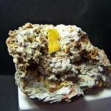 Wulfenite Mina Laura - Los Lastonares - Albuñuelas - Granada - España 8 x 4 cm (Crystal of 1,3 x 0,8 cm) (Author: panchito28)