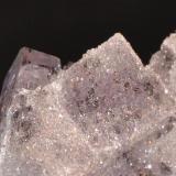 Fluorita, Cuarzo Cuetu l´aspa, Berbes, Ribadesella, Asturias, España ancho de imagen 3 Cm.  (Autor: Quexigal)