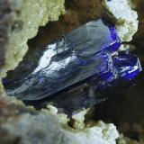 Azurita.  Kerrouchen. Khenifra. Marruecos. 12x8 cm. Cristal 2 cm. Detalle del cristal del ejemplar anterior. (Autor: Juan Luis Castanedo)