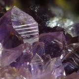 Amatista Banská Štiavnica, Eslovaquia espesor de cristal 2 mm (Autor: Miro Straka)