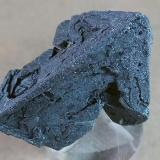 Hematite Volcán Payún Matrú, Malargüe, Mendoza, Argentina 3,5 x 2,5 cm Hematite Pseudomórfico de Magnetita (Variedad Martita) Dorso de la pieza anterior. (Autor: molsina)