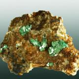 Metatorbernita Mina South Wheal Basset (West Wheal Buller), Lower Carnkie, Illogan, Camborne-Redruth-St. Day (dist.), Cornwall, Inglaterra 2,4 x 3,2 x 1,1 cm. Cristales tabulares diseminados en matriz de granito alterado. Ejemplar obtenido en 1971 (Autor: Carles Curto)
