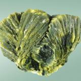 Autunita Mina Daybreak, Elk, Spokane Co., Washington, EUA 2,9 x 3,2 x 2,1 cm Típico agregado en abanico de cristales laminares de color verde-amarillo. (Autor: Carles Curto)