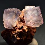 Fluorita Corta La Sirena, La Collada, Siero, Asturias, España 8 x 6 Cm. cristal mayor 2,5 x 2,5 Cm. (Autor: Quexigal)