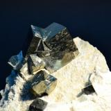 Pirita Mina Ampliación a Victoria, Navajún, Logroño, La Rioja, España 16 x 11 Cm. cubos de pirita plateada, cristal mayor 3 x 2,5 Cm. (Autor: Quexigal)