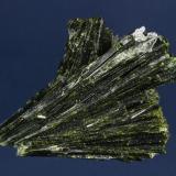 Epidote with Quartz Julie (Lola) claim, Pamlico District, near Hawthorne, Mineral County, Nevada, USA 8.1 x 6.7 x 4.0 cm (Author: GneissWare)