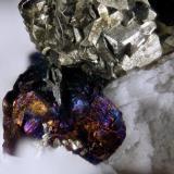 Pirita, Calcopirita (creo) sobre dolomita. Bellmunt del Priorat. Resultado de la prueba realizada en el vídeo. (Autor: Oscar Fernandez)