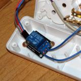 Placa de relé conectada. Coge alimentación de 5v de la placa anterior y una señal para activar el relé (Autor: Oscar Fernandez)