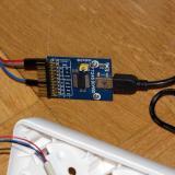 Detalle de la placa de control con cable estándar USB. Sustituye al cable FTDI que hemos usado hasta ahora (Autor: Oscar Fernandez)