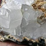 Calcita Costa de Agaete. Gran Canaria. España. Cristal mayor 3 x 3 cm Detalle de la pieza anterior. (Autor: María Jesús M.)