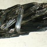 Estibina (Stibnita) Herja. Maramures. Rumania 10,2 x 3 x 2,8 cm Estibina o Antimonita (Autor: Juancho)