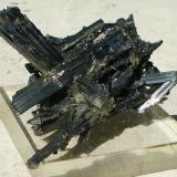 Estibina (Stibnita) Japon 6,4 x 4,1 x 3,8 cm Estibina o Antimonita (Autor: Juancho)
