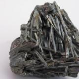 Estibina (Stibnita) Mina Qingjiang, Wuning, Jiangxi, China 5.5x2.5x4 cm (Autor: antoniopedro)