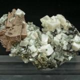 Helvite, genthelvite, quartz, calcite Huanggang Mine, Kèshíkèténg Qí, Chifeng, Inner Mongolia A.R., China 75 mm × 52 mm × 37 mm. Main crystal size: 15 mm × 13 mm (Author: Carles Millan)