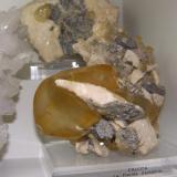 Calcita Mina La Cuerre, Rionansa (Herrerías), zona minera de La Florida, Sierra de Arnero, Cantabria, España 15 x 12 x 8 cm (Autor: jaume.vilalta)