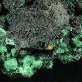 Cuprite and Malachite on Copper Bisbee, Warren District, near Bisbee, Cochise County, Arizona, USA 23.8 x 19.1 x 15.3 cm closeup (Author: GneissWare)