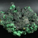 Cuprite and Malachite on Copper Bisbee, Warren District, near Bisbee, Cochise County, Arizona, USA 23.8 x 19.1 x 15.3 cm (Author: GneissWare)