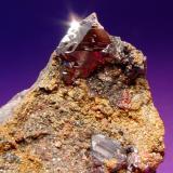 Cinabrio Mina Las Cuevas, Almadén, Ciudad Real, Castilla-La Mancha, España Arista del cristal mayor, 1cm (Autor: Raul Vancouver)