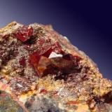 Cinabrio Mina Las Cuevas, Almadén, Ciudad Real, Castilla-La Mancha, España cristal de 1.8cm (Autor: Raul Vancouver)