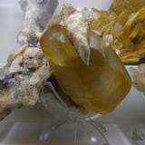 Calcita Mina La Cuerre, Rionansa, Área minera La Florida, Sierra de Arnero, Cantabria, España 15x14x12 cm (Autor: jaume.vilalta)