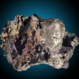 Azurita Tsumeb, Namibia 12x8cm, cristales hasta 5cm Cristales de azurita con crecimiento selectivo de cristales de cerusita en las caras. Ejemplar flotante con cristales saliendo en todas direcciones. (Autor: Raul Vancouver)