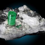Berilo (Esmeralda) Mina Cosquez, Chacaro, Boyacá, Colombia 9x5cm, cristal de 2cm (Autor: Raul Vancouver)