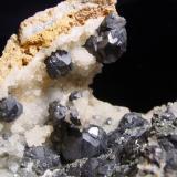 Esfalerita, Cuarzo Tunel José Maestre, Portmán, Murcia, España 12x8cm, cristales hasta 2,5cm. Ex-colección, J.A. Robles (Autor: Raul Vancouver)