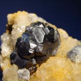 Esfalerita, Galena, sobre cuarzo Tunel José Maestre, Portmán, Murcia, España 10x5cm, Cristal de 3.5cm (Autor: Raul Vancouver)