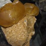 Calcita Cantera Calcaire de La Sambre, Landelies, Montignies-le-Tilleul, Hainaut, Bélgica 17x15x7 cm (Autor: jaume.vilalta)