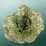 Anapaíta Bellver de Cerdanya, Cerdanya, Lleida, Catalunya. 7,6x9,1x4,7cm. (nòdulo: 4,6x4,2x3,1 cm. Nòdulo de microcristales verdes en matriz margosa.Los cristales amarillos, más numerosos en la parte inferior del nódulo, son de messelita. (Autor: Carles Curto)