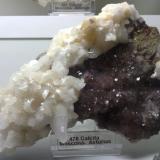Calcita sobre fluorita Mina Moscona, Solís, Zona Minera de Villabona, Corvera de Asturias, Asturias, España 13 x 8 x 5 cm (Autor: DavidSG)