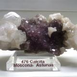 Calcita sobre fluorita Mina Moscona, Solís, Zona Minera de Villabona, Corvera de Asturias, Asturias, España 7 x 4 x 4 cm (Autor: DavidSG)