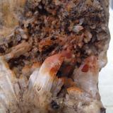 Cuarzo<br />Santiago de Compostela, A Coruña/La Coruña, Galicia, España<br />30 x 27 x 11 cm (pieza). Enfoque 14 cm. Tamaño del cristal mayor 4 cm<br /> (Autor: ximocompany)