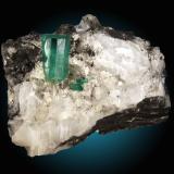 Berilo (variedad esmeralda), calcita, pirita Mina Cosquez, Chácaro, Boyacá, Colombia 10x6cm, cristal principal 2x1cm (Autor: Raul Vancouver)