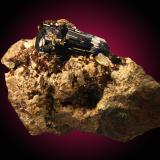 Azurita, cerusita Tsumcorp mine, Tsumeb, Otjikoto Region, Namibia 10x7cm, cristal principal de 4.5cm (Autor: Raul Vancouver)