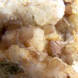 Calcita Barranco de las Angustias, El Paso, La Palma, Islas Canarias, España Pieza de 5 cm, cristales 0.5 cm (Autor: canada)