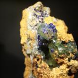 Azurita y calcitaMina Teresita o mina del Aramo, Poblado de Rioseco, Riosa, Asturias, España8 x 5,5 cm. (Autor: minero1968)